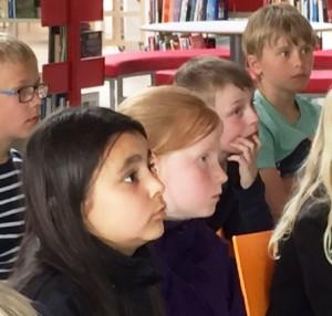 Børn lytter